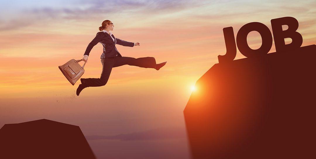 Toma riesgos y falla. Falla si quieres cien veces, mientras eso te permita tener ÉXITO UNA VEZ MAS